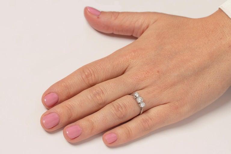 Late Art Deco 1.00 Carat Diamond Three-Stone Ring, circa 1940s For Sale 1
