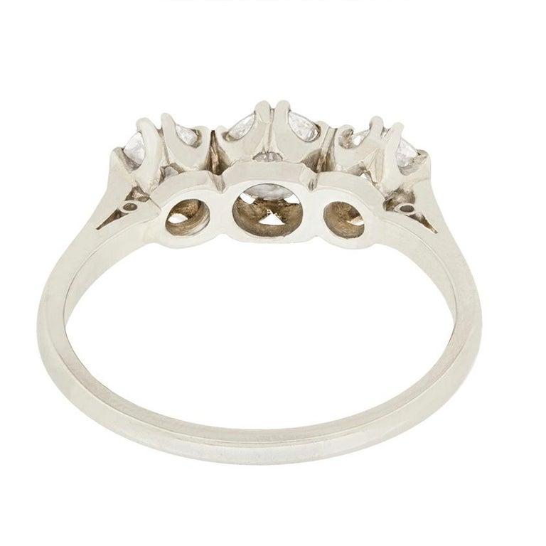 Late Art Deco 1.00 Carat Diamond Three-Stone Ring, circa 1940s In Good Condition For Sale In London, GB