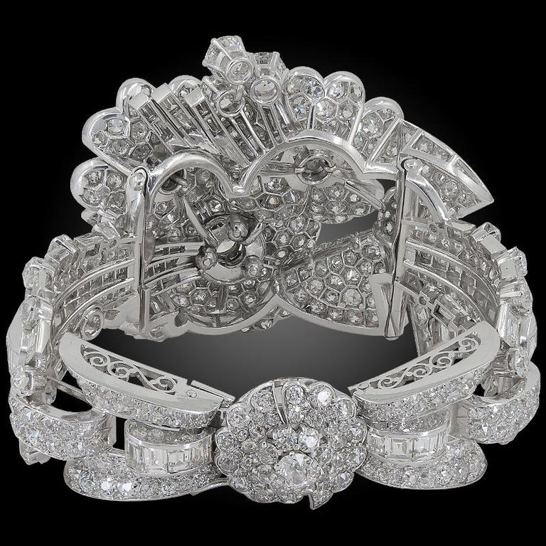 Late Art Deco Platinum Diamond Bracelet In Good Condition For Sale In New York, NY