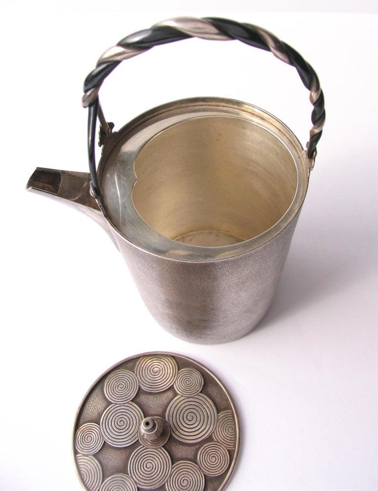 Late Edo- Early Meiji Period Silver Sake Bottle Pair by Nobuyuki Miyajima In Good Condition For Sale In New York, NY