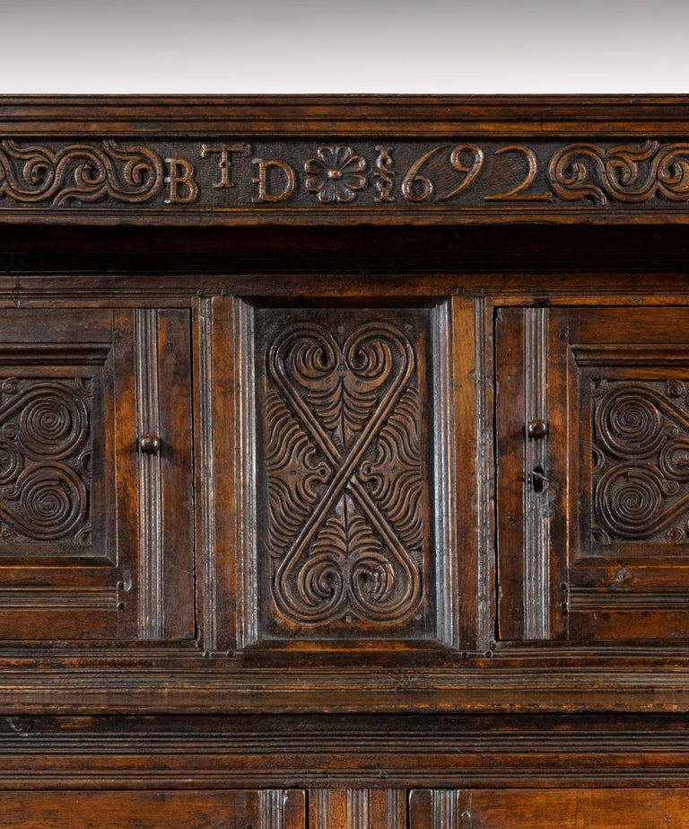 Late 17th Century William and Mary Westmorland Carved Oak Court Cupboard In Good Condition For Sale In London, GB