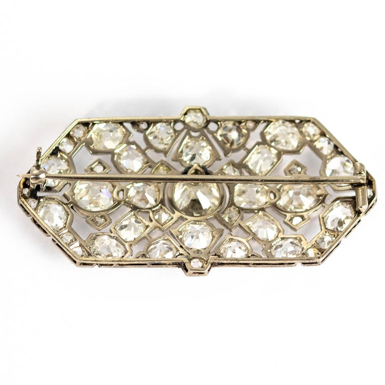 Late Victorian 9.70 Carat Diamond and Platinum Brooch For Sale 7