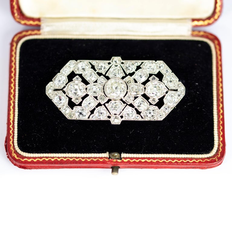 Late Victorian 9.70 Carat Diamond and Platinum Brooch In Excellent Condition For Sale In Chipping Campden, GB