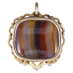 Late Victorian Carved Banded Agate Pendant in 15 Carat Yellow Gold