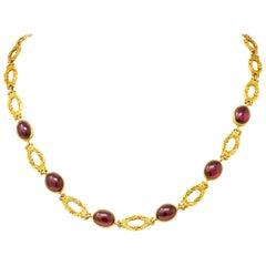 Late Victorian Rhodolite Garnet Cabochon 14 Karat Gold Scrolled Foliate Necklace