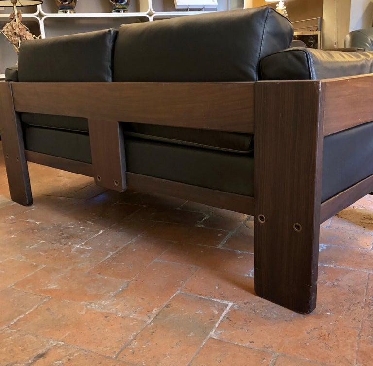 Italian Bastiano Black Leather Sofa with Walnut Frame by Afra & Tobia Scarpa For Sale