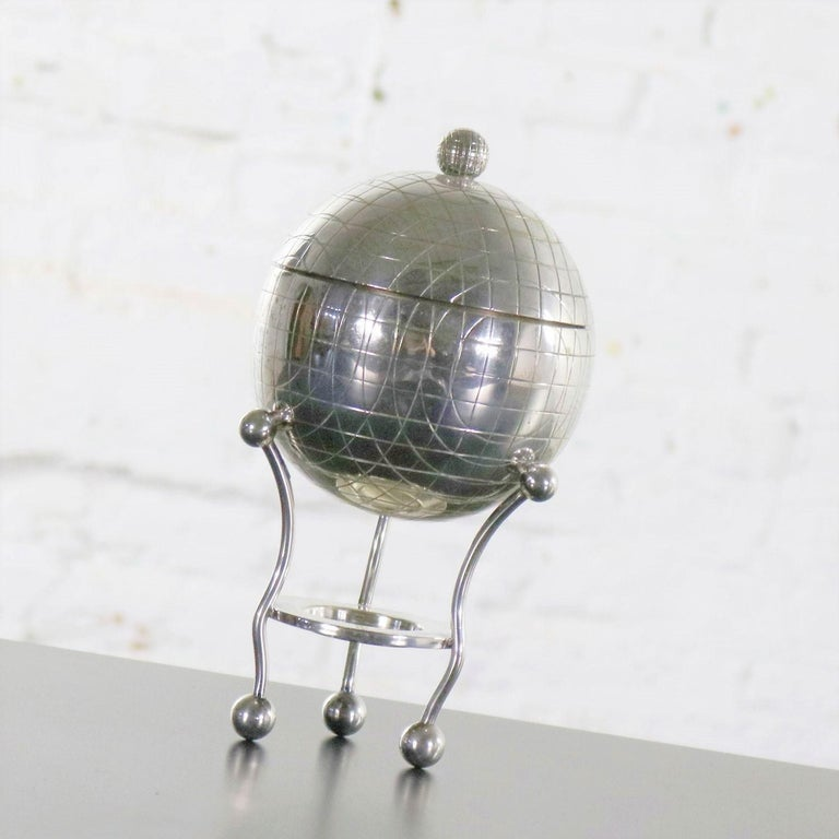 Latham & Morton Silver Plate Egg Warmer Globe Orb Shape Victorian In Good Condition For Sale In Topeka, KS