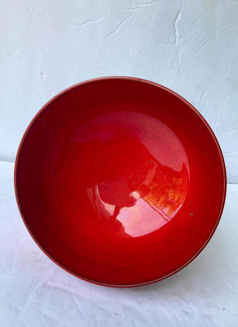 Beautiful bowl by the very well known potter Laura Andreson. Signed in bottom.