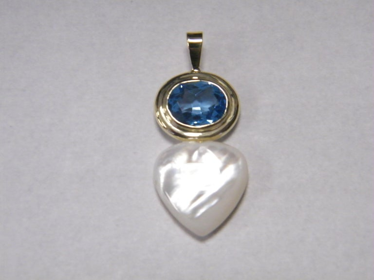 Oval Cut Laura Munder Blue Topaz Mother-of-Pearl Gold Pendant For Sale