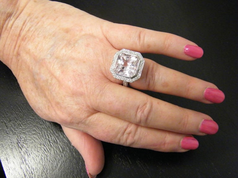 Laura Munder Kunzite Diamond White Gold Ring In New Condition For Sale In West Palm Beach, FL