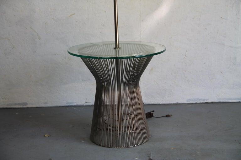 Laurel floor Lamp in nice vintage condition. In the style of Warren Platner.