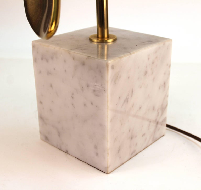 Laurel Mid-Century Modern Mixed Metal Table Lamp on Marble Base For Sale 3
