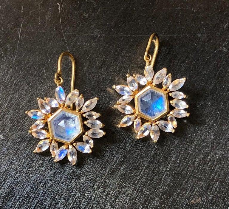 Lauren Harper Rainbow Moonstone Gold Earrings In New Condition For Sale In Winnetka, IL