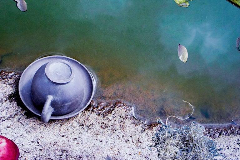 La hora del té - Contemporary Photograph by Laurie Litowitz