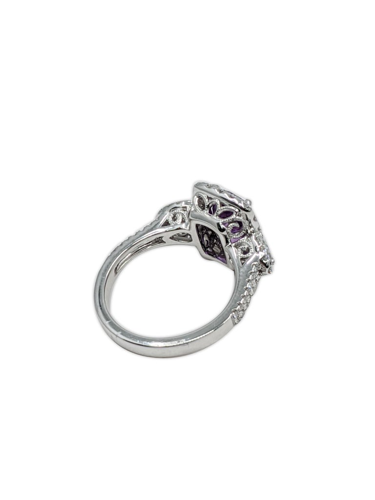 Women's Lavender Natural Sapphire 'No Heat' White Diamond Ring '18 Carat' For Sale