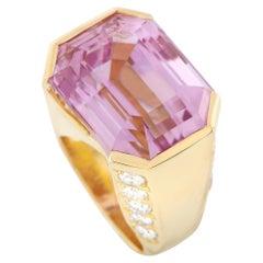 LB Exclusive 18 Karat Gold 2.05 Carat Diamond and 20.05 Carat Kunzite Ring