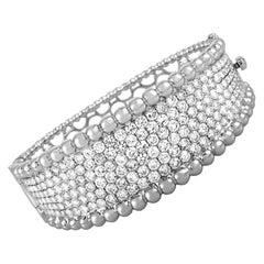 LB Exclusive 18 Karat White Gold, 12.51 Carat Diamond Bracelet