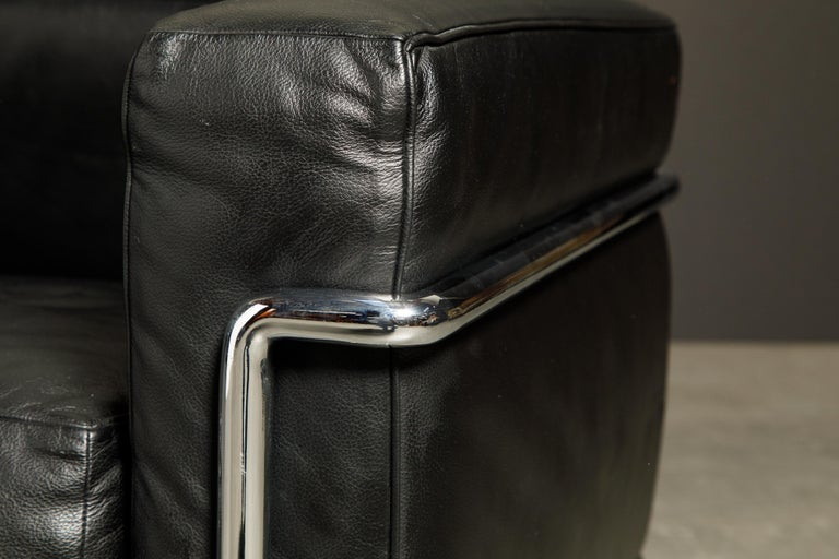 'LC2' Black Leather and Chrome Club Chair by Le Corbusier for Cassina, Signed For Sale 4