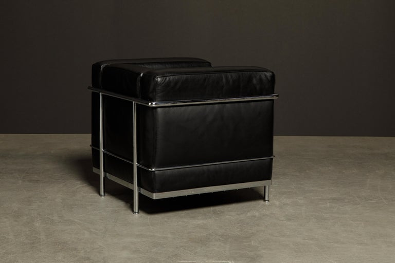 'LC2' Black Leather and Chrome Club Chair by Le Corbusier for Cassina, Signed In Excellent Condition For Sale In Los Angeles, CA