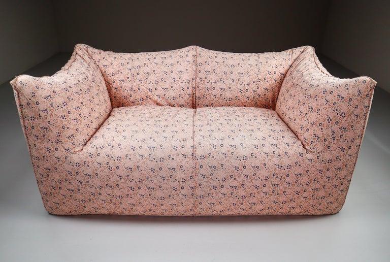 Le Bambole Sofa in Original Floral Fabric by Mario Bellini for B&B Italia, 1972 In Good Condition For Sale In Almelo, NL