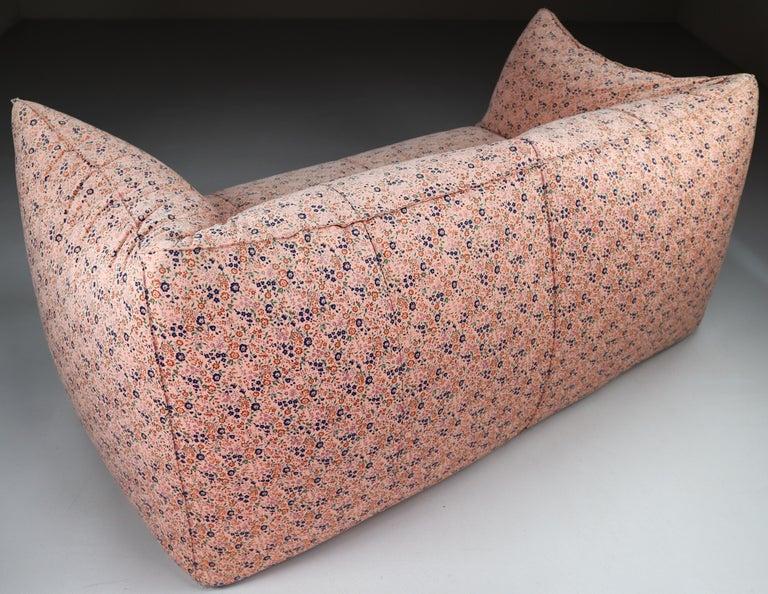 Le Bambole Sofa in Original Floral Fabric by Mario Bellini for B&B Italia, 1972 For Sale 1
