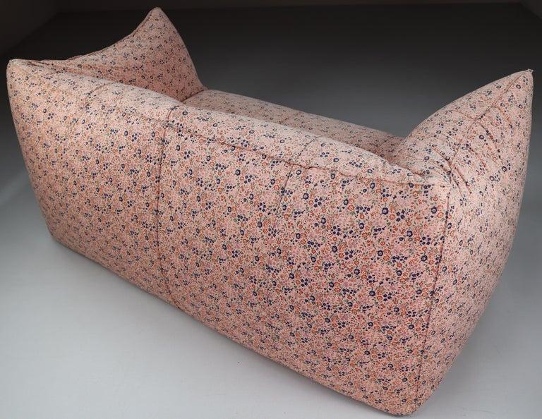 Le Bambole Sofa in Original Floral Fabric by Mario Bellini for B&B Italia, 1972 For Sale 2