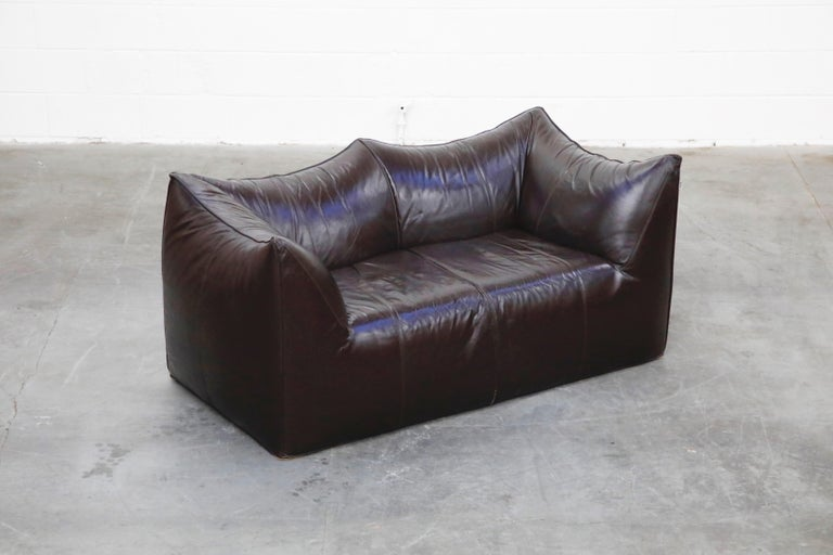 'Le Bambole' Thick Hide Leather Loveseat by Mario Bellini for B&B Italia, Signed In Excellent Condition For Sale In Los Angeles, CA