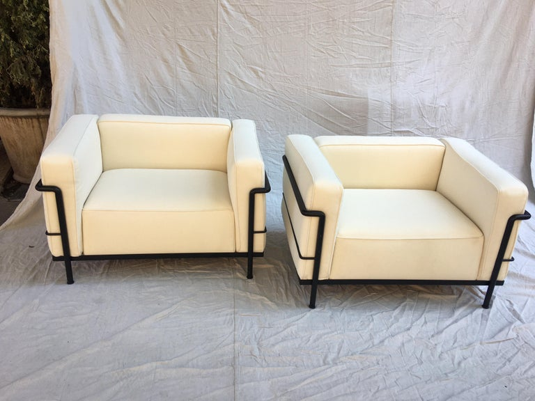 Bauhaus Le Corbusier LC-3 Lounge Chairs for Cassina in Off White Canvas For Sale