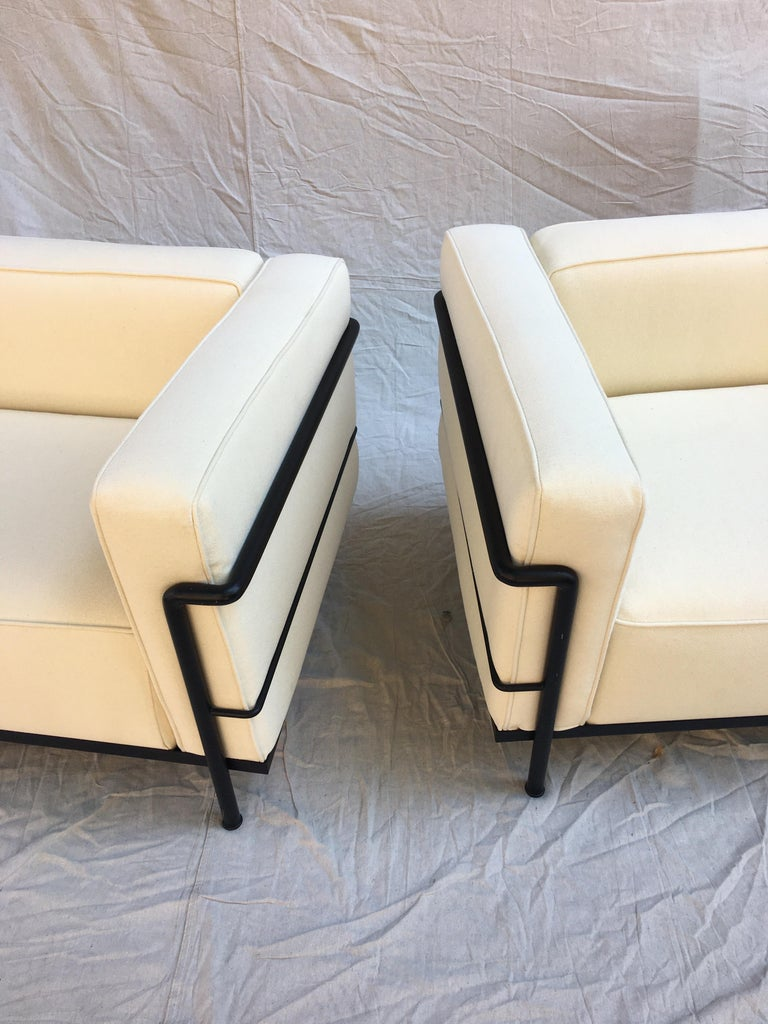 Late 20th Century Le Corbusier LC-3 Lounge Chairs for Cassina in Off White Canvas For Sale