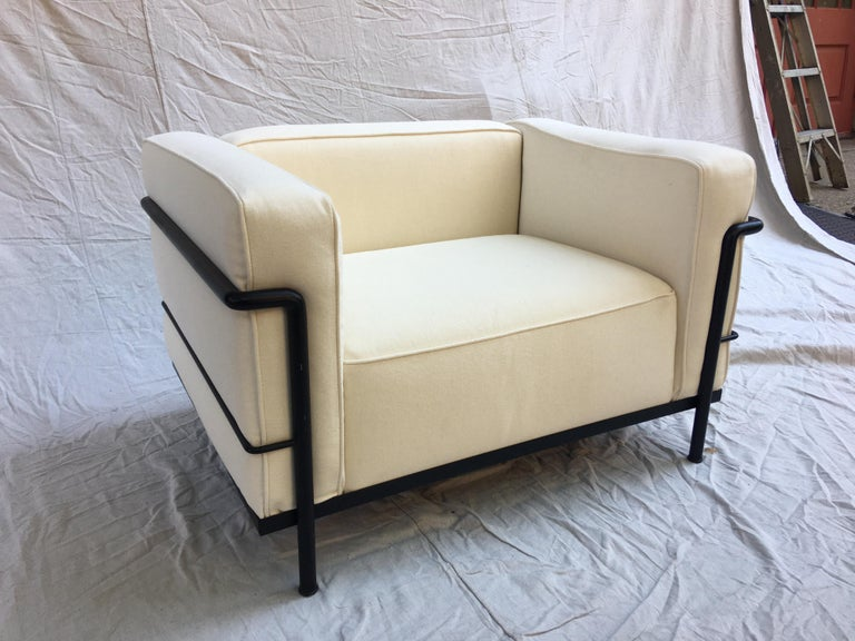 Le Corbusier LC-3 Lounge Chairs for Cassina in Off White Canvas For Sale 2