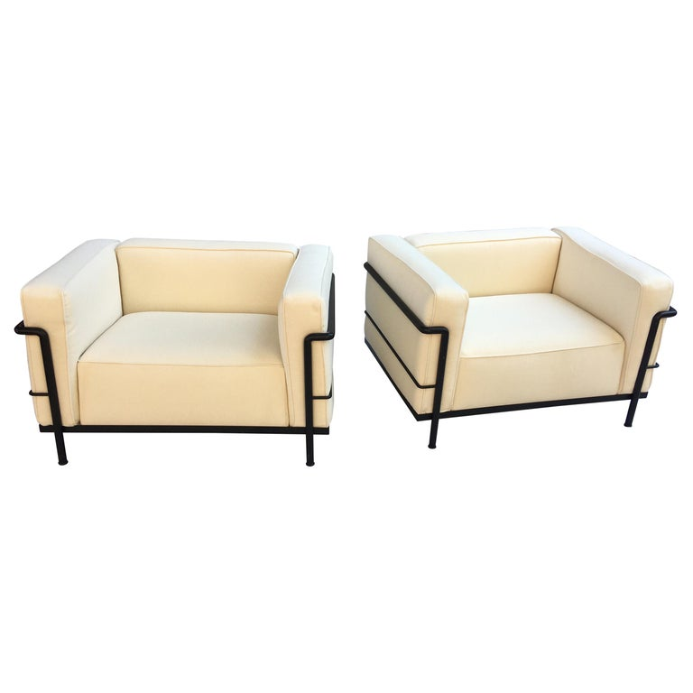 Le Corbusier LC-3 Lounge Chairs for Cassina in Off White Canvas For Sale