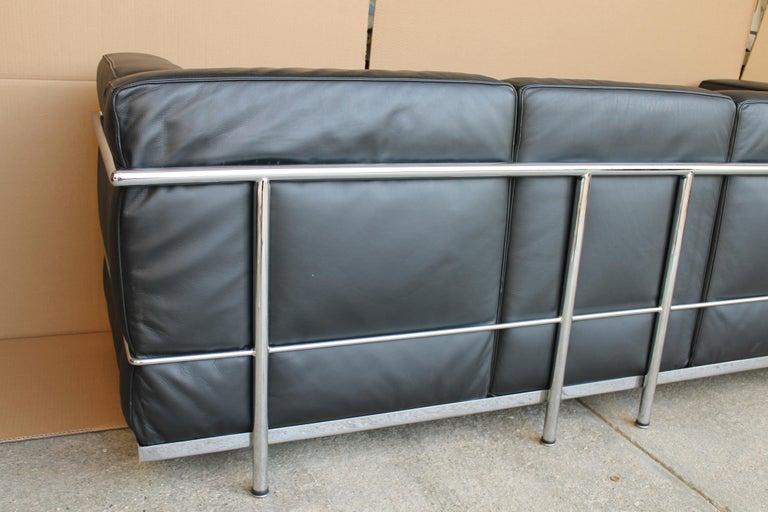 Le Corbusier LC2 Black Leather Three-Seat Sofa for Alivar For Sale 5
