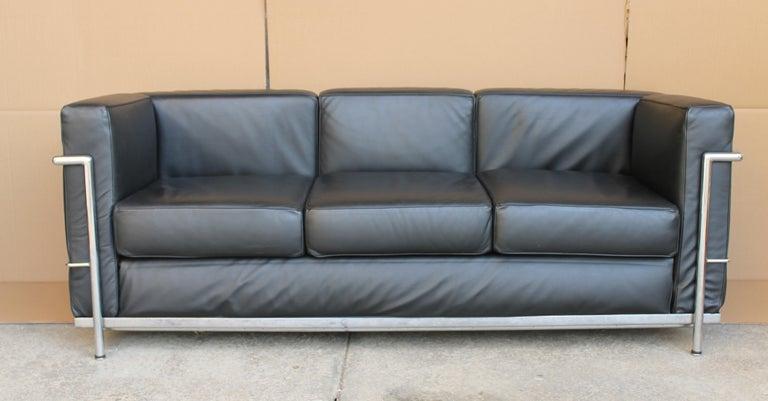 Le Corbusier LC2 Black Leather Three-Seat Sofa for Alivar For Sale 6