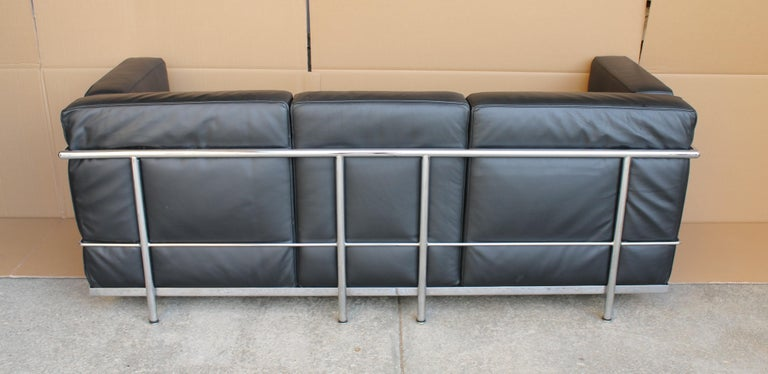 Mid-Century Modern Le Corbusier LC2 Black Leather Three-Seat Sofa for Alivar For Sale