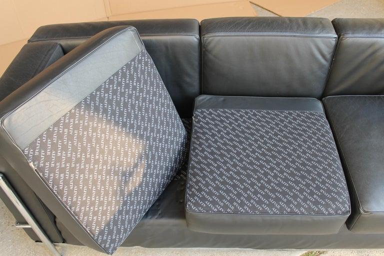 20th Century Le Corbusier LC2 Black Leather Three-Seat Sofa for Alivar For Sale
