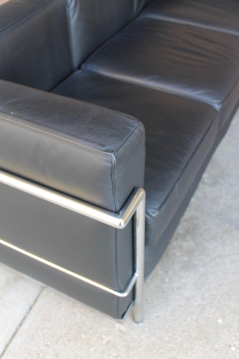 Le Corbusier LC2 Black Leather Three-Seat Sofa for Alivar For Sale 1