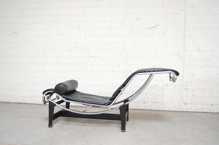 Bauhaus Le Corbusier LC4 Black Leather Chaise Chaise Longue by Cassina