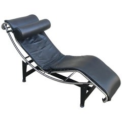 Le Corbusier LC4 Black Leather Chaise Lounge Chair, Late 20th Century, Italy