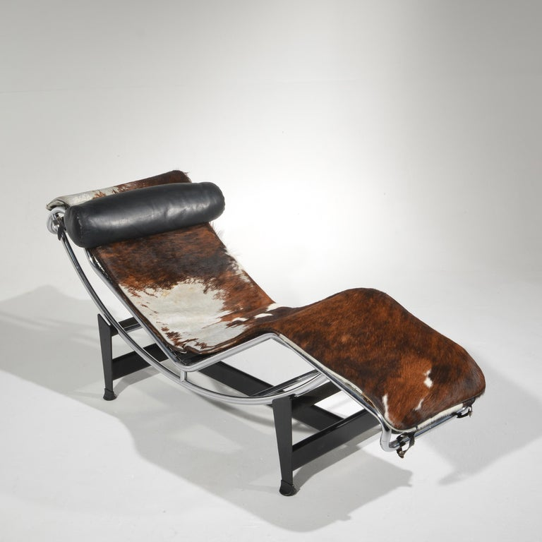 Early Le Corbusier LC4 chaise lounge daybed with three color cowhide for Cassina.