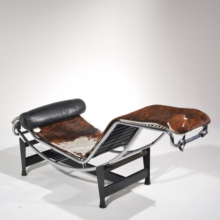 Le Corbusier LC4 Chaise Lounge for Cassina In Good Condition For Sale In Los Angeles, CA