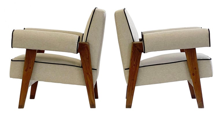 An important pair of upholstered lounge chairs in solid teak. A rare authentic vintage pair of lounge chairs designed by Le Corbusier and Pierre Jeanneret, circa 1955.