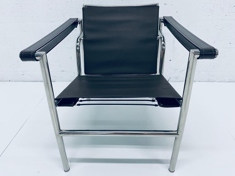 Le Corbusier LC1 sling chair in brown leather on chrome frame originally designed by Le Corbusier, Pierre Jeanneret and Charlotte Perriand. The leather elements connect with tension springs. Manufacturer and origin unknown, circa 1970s.