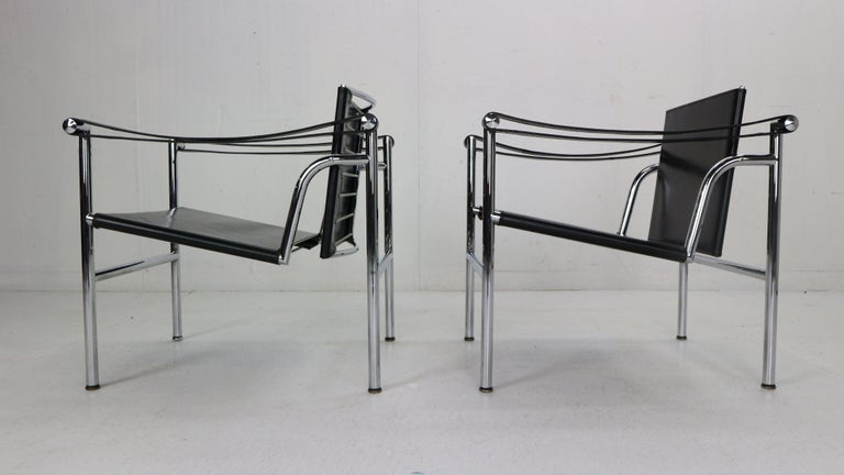 Late 20th Century Le Corbusier Set of 2 Black Leather Armchairs Model- LC1 for Cassina, 1970s For Sale