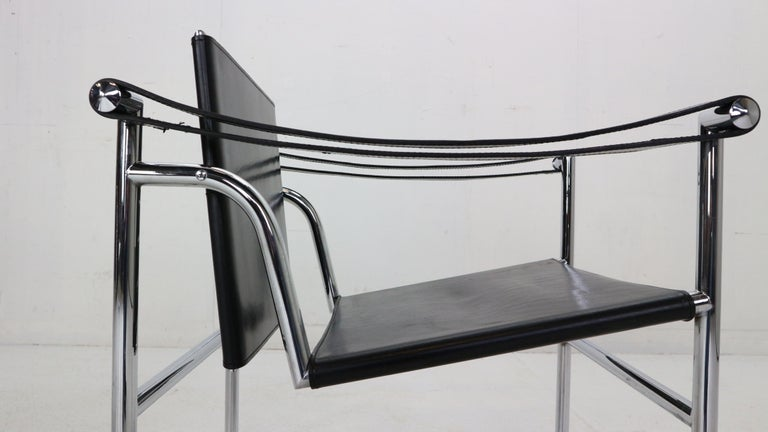 Le Corbusier Set of 2 Black Leather Armchairs Model- LC1 for Cassina, 1970s For Sale 3