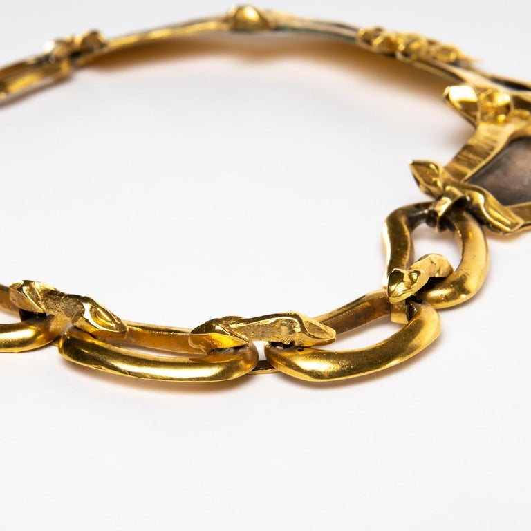 This unique necklace is composed of a large link representing a gendarme (left) and another large link depicting a thief (right). The two links are two-tone, in gilded bronze and in silvered bronze. They are