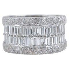Le Vian 18 Karat Gold Round and Baguette Diamond Wedding Band Ring 1.55 Carat