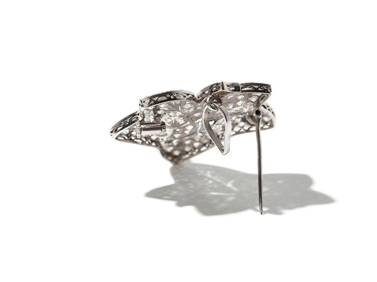 Belle Époque Leaf-Shaped Diamond Platinum Brooch/Pendant For Sale
