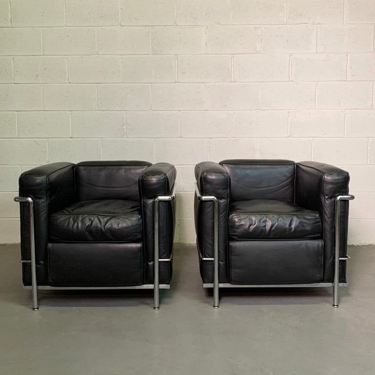 Classic, pair of LC2 club chairs designed by Le Corbusier, Charlotte Perriand and Pierre Jeanneret produced by Cassina, 1970s features black leather upholstery with a tubular chrome frame.