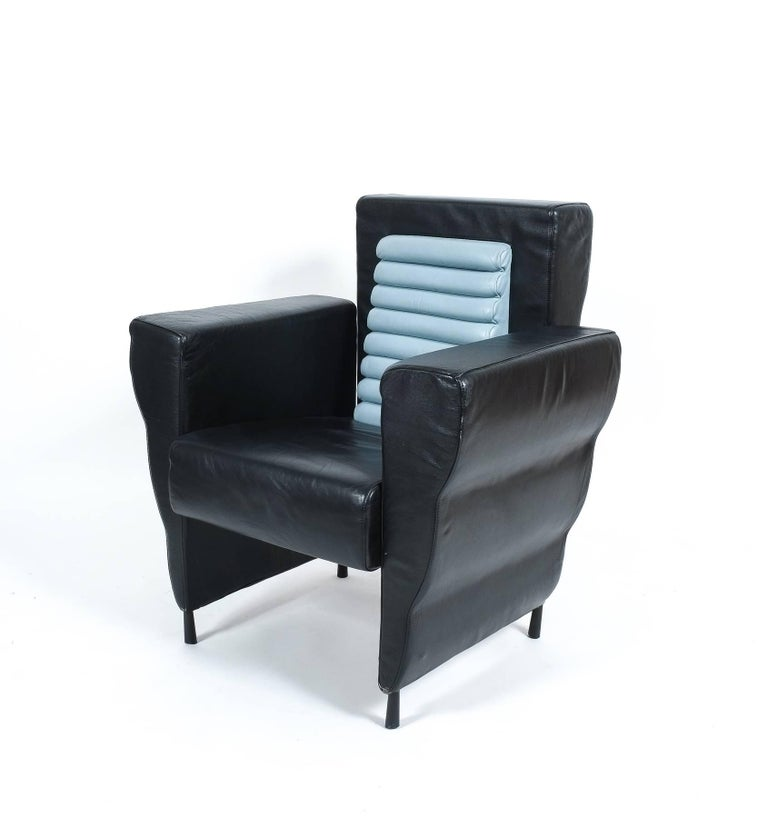 Rare leather armchair from the Flessuosa series by Ugo La Pietra for Busnelli, Italy, 1985. Comfortable smooth leather seater with a blueish grey leather inset from one of the former founding members of famous Italian avant-garde group Archizoom.