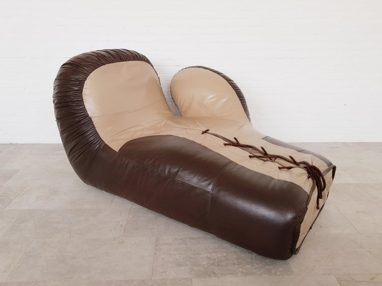 Leather boxing glove lounge chair by De Sede In Good Condition For Sale In Antwerp, BE